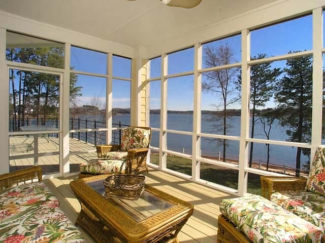 Carolina Hideaway Offers Views Throughout