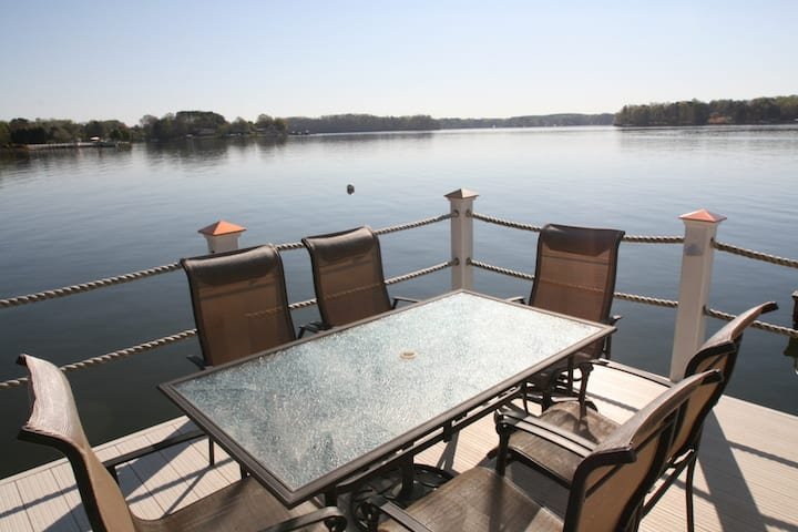 Dine Al Fresco with Lake Norman Views