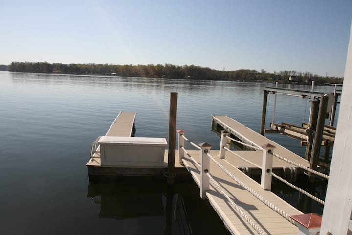 Lake Norman North Carolina Vacation Rentals boathouse bar dock